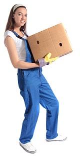 Bild Frau traegt einen Karton